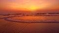 日落的海。异常的红颜色和圈子在 。natur 免版税库存照片