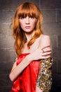 时兴的头发的红色妇女 免版税库存图片