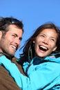 有效的夫妇愉快的户外年轻人 免版税库存照片