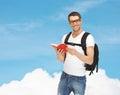 有背包和书的旅行的学生 免版税库存照片