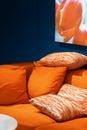 橙色沙发 免版税库存照片