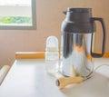 热 瓶、电话警报和瓶牛奶 免版税库存图片