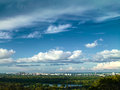 白色城市在蓝天下 库存图片