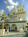 站立在gurudwara寺庙,普斯赫卡尔,印度的印地安人 库存图片