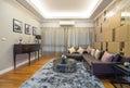 筑学q议院prukpirom董事rachapruk ratanathibet的客厅内部 库存图片