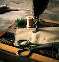 缝合 缝纫机和工具 免版税库存照片