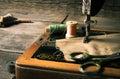 缝合 缝纫机和工具 免版税库存图片