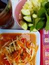 ? ?色番木瓜沙拉 泰国食物 免版税库存照片
