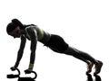 行使健身 炼俯卧撑剪影的妇女 库存图片