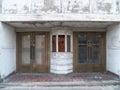 被放弃的剧院前面 库存图片
