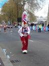 2010 25th april roliga london maratonlöpare Arkivbild