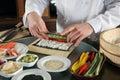 3准备寿司的主厨 免版税库存照片