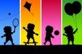 4 ungar som leker silhouettes Arkivbilder