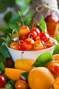 Abricots et merise Photo stock