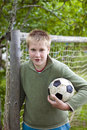 Adolescent avec la bille du football Images libres de droits