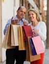 Ajouter âgés aux achats Photos stock