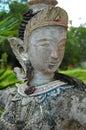 Alcohol budista femenino. Templo de Surat Thani, Tailandia. Fotografía de archivo