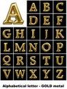 Alfabetische brieven in gouden metaal Stock Foto