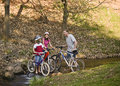 Allez à vélo la conduite en stationnement Photographie stock libre de droits