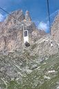 Alpi della dolomia, cabina di funivia Immagini Stock Libere da Diritti