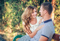 Amour et affection entre un couple Photos stock