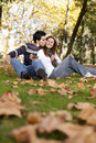 Amour et affection entre un jeune couple Photo libre de droits