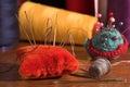 Ancora vita con gli aghi ed il cotone. Fotografia Stock
