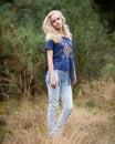 Angel white teenage girl in hermoso un campo Fotos de archivo