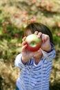 Manzana en mano