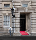 Armed police officer guarding an entrance to buckingham palace london Stock Images