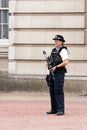Armed police woman london jul in front of buckingham palace Royalty Free Stock Photography