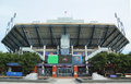Arthur ashe stadium bei billie jean king national tennis center bereit zum us open turnier Lizenzfreie Stockfotografie