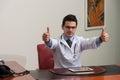 Arts showing ok sign met zijn omhoog duim Royalty-vrije Stock Foto's