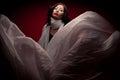 Bohémsky portrét krásny bruneta lietanie biely šatka