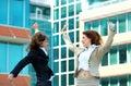As mulheres de negócios saltam para a alegria Imagem de Stock