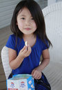 Asian girl eating popcorn Royalty Free Stock Photos