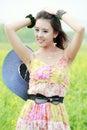 Asiatisk skönhet som tycker om sommar Arkivfoton