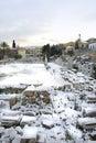 Atenas, Grecia - el ágora romano antiguo en nieve Imagen de archivo