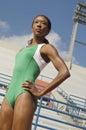 Atleta femminile sicuro looking away Fotografia Stock