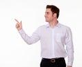 Attraktiv caucasian man som pekar till hans rätt Arkivfoton