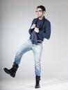 Attraktiv man som poserar i studion Fotografering för Bildbyråer