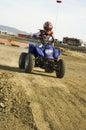 ATV-racer på smutsspår Arkivfoton
