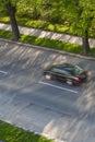 Autos, die sich schnell auf einer Straße verschieben Lizenzfreies Stockfoto