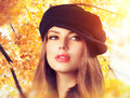 Autumn woman in a beret hat fashion wear Royalty Free Stock Photography