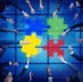 Ayuda team cooperation togetherness unity concep del rompecabezas Fotografía de archivo