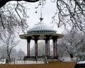 Hudobný pavilón v sneh