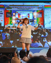 Bangkok tailandia de marzo kazumi de sony music realiza concierto vivo en uniforme escolar en el ro festival del animado y de Fotografía de archivo libre de regalías