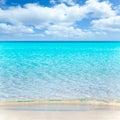 Pláž tropický biely piesok a tyrkysový voda
