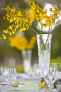 Beach wedding decor table setting and flowers Royalty Free Stock Photos