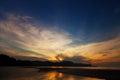 Beau coucher du soleil au dessus de l océan la thaïlande krabi Photos stock